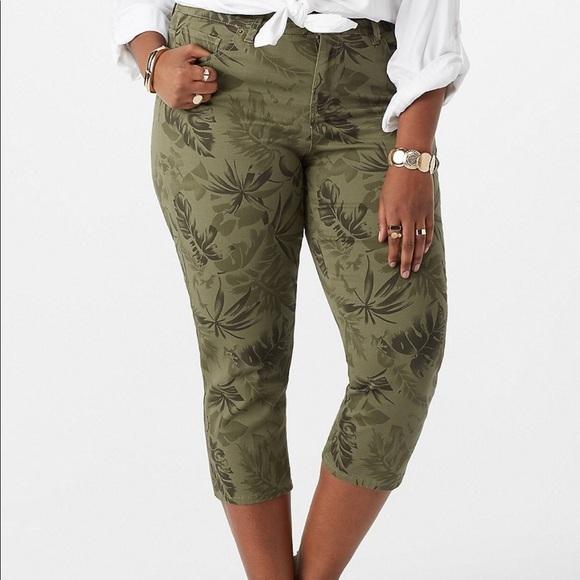 Dress Barn - Plus Size Palm Print Capri Jeans NWT